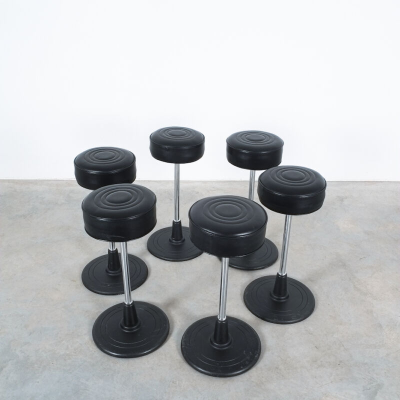 Eilleen Gray Stool Black Leather 01