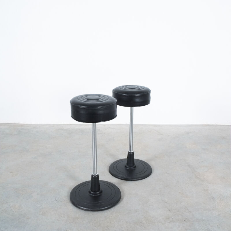 Eilleen Gray Stool Black Leather 02