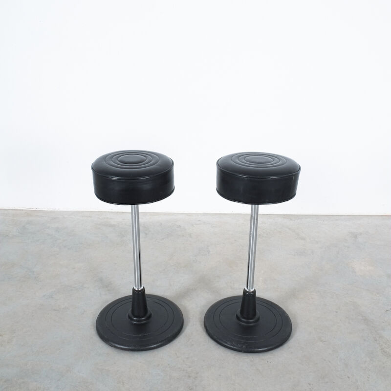 Eilleen Gray Stool Black Leather 04