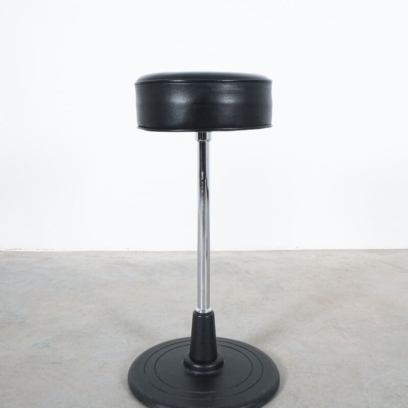Eilleen Gray Stool Black Leather 07